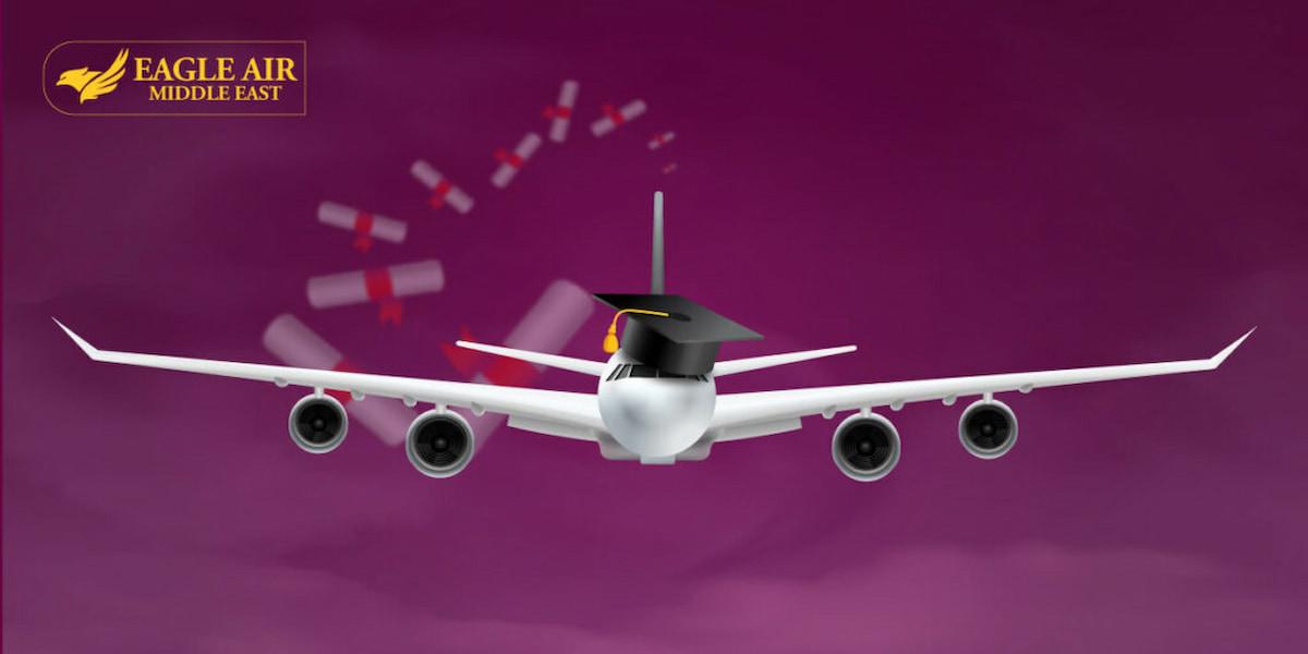 صورة طائرة وعليها كاب التخرج